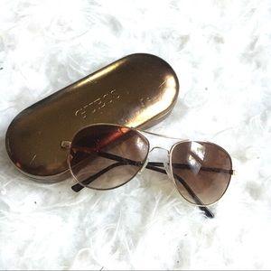 Guess Aviator sunglasses w/case